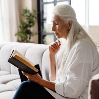 Hobby emeryta czytanie książek
