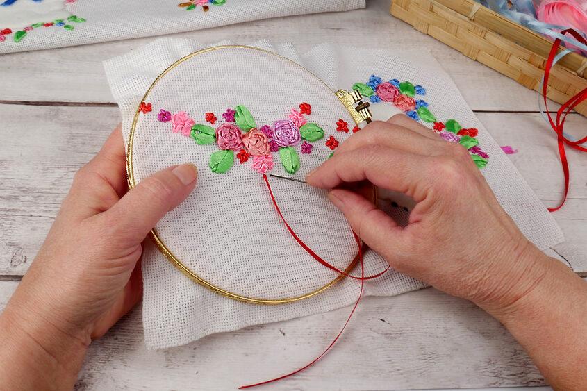 Hobby emeryta – haftowanie