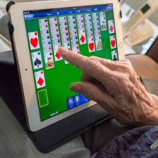 Senior też może grać na komputerze. Dobór sprzętu
